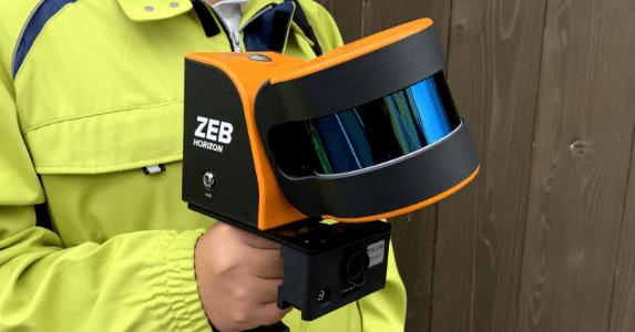 写真:ハンディ型3Dレーザスキャナ
